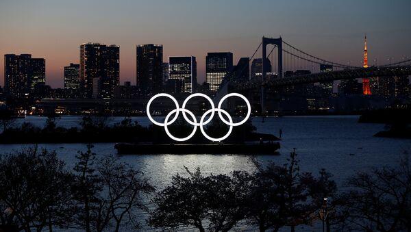 Олимпийские кольца в парке в Токио - Sputnik Беларусь