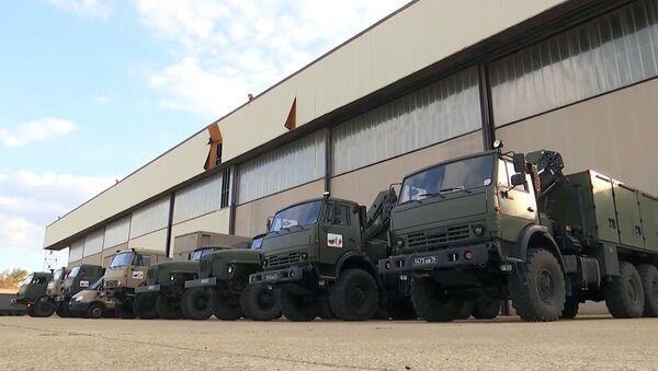 Машыны расійскіх вайскоўцаў на аэрадроме ў Італіі - Sputnik Беларусь