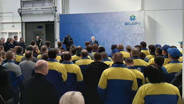 Аляксандр Лукашэнка мае зносіны з супрацоўнікамі Белгіпс - Sputnik Беларусь