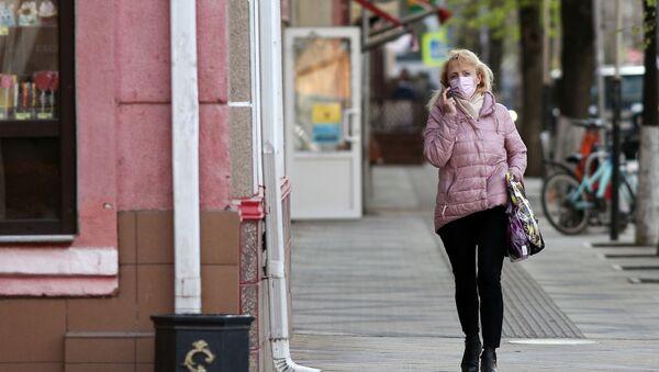 Женщина в защитной маске - Sputnik Беларусь