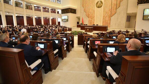 Сесія беларускага парламента на пасяджэнні 2 красавіка - Sputnik Беларусь
