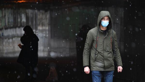 Прохожие в подземном переходе - Sputnik Беларусь