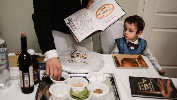 Ребенок во время праздника Песах - Sputnik Беларусь