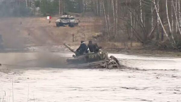Па вадзе як па глебе: беларускія танкісты могуць і так – відэа - Sputnik Беларусь