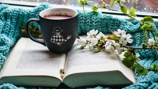 Книга и чашка кофе - Sputnik Беларусь