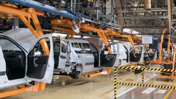 Сборочный конвейер завода АвтоВАЗ в Тольятти - Sputnik Беларусь