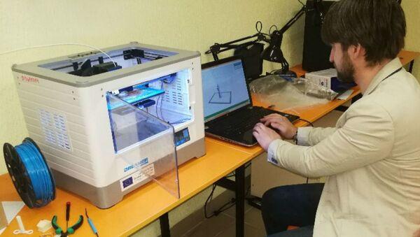 В БНТУ изготавливают детали для аппаратов вентиляции легких с помощью 3D-принтера - Sputnik Беларусь