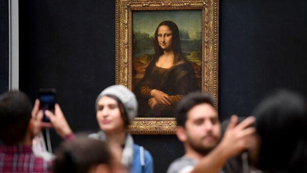 Мона Лиза в Лувре, архивное фото - Sputnik Беларусь