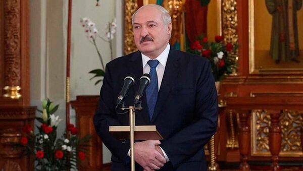Президент Беларуси Александр Лукашенко в Свято-Благовещенском Ляденском храме - Sputnik Беларусь