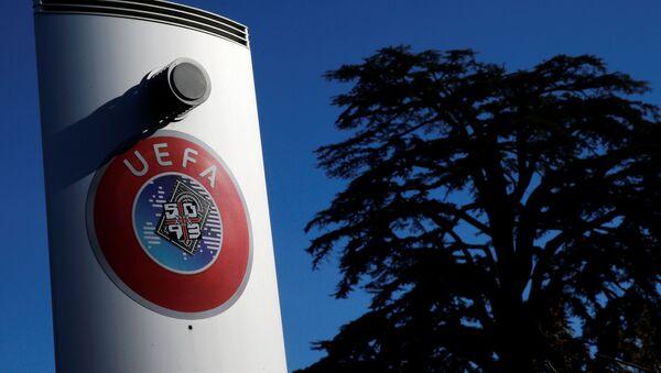 Логотип УЕФА у штаб-квартиры организации в швейцарском Ньоне - Sputnik Беларусь