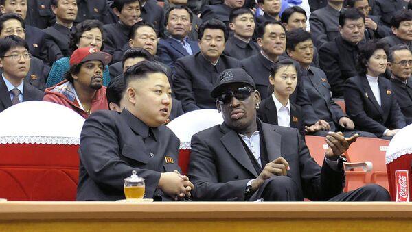 Председатель КНДР Ким Чен Ын и бывший баскетболист Деннис Родман - Sputnik Беларусь