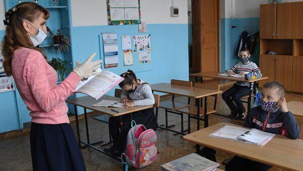 В большинстве классов на занятия ходят единицы - Sputnik Беларусь