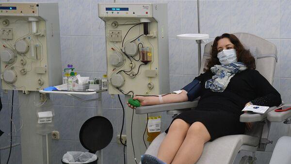 Доноры плазмы РНПЦ трансфузиологии и биотехнологий - переболевшие коронавирусом нового типа люди - Sputnik Беларусь