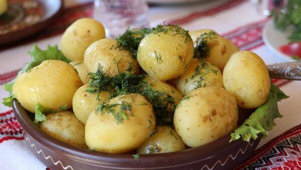 Молодой отварной картофель, архивное фото - Sputnik Беларусь
