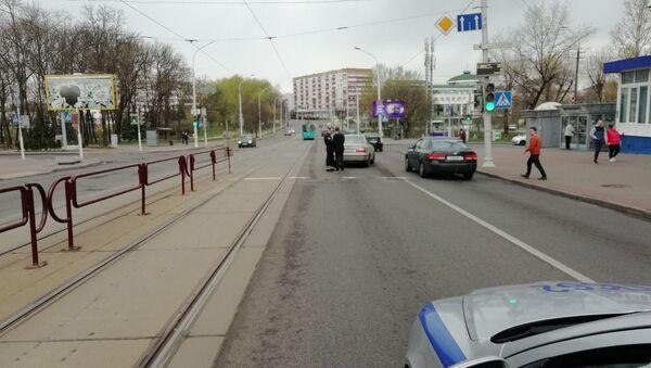 Легковушка сбила ребенка, который вышел из трамвая в Минске - Sputnik Беларусь