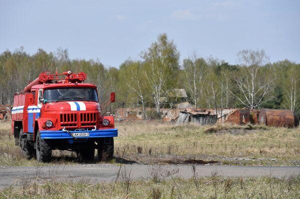 Но и последствий до сих пор бушующего в нескольких километрах отсюда пожара в зоне отчуждения на территории Украины - Sputnik Беларусь
