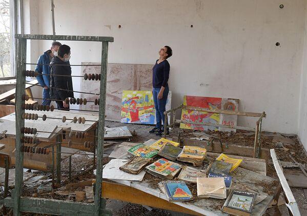 Не обошлось и без посещения заброшенных мест, в частности школы - Sputnik Беларусь