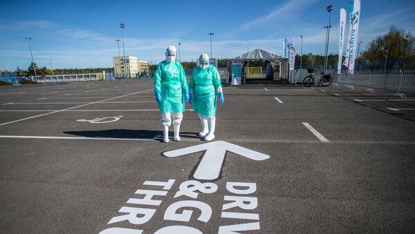 Медицинские работники на пограничном пункте в Быдгощи, Польша - Sputnik Беларусь