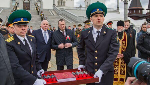 Урачыстая акцыя перадачы капсул з зямлёй з воінскіх пахаванняў - Sputnik Беларусь
