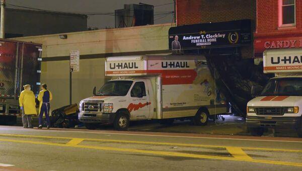 Кошмар на улицах Бруклина: опубликовано видео с трупами в грузовиках - Sputnik Беларусь