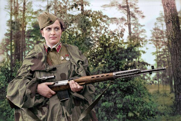 Малодшы лейтэнант Людміла Паўлічэнка - снайпер 2-й роты 54-га стралковага палка. Знішчыла 309 гітлераўцаў (у тым ліку 36 варожых снайпераў), падрыхтавала дзясяткі снайпераў. - Sputnik Беларусь