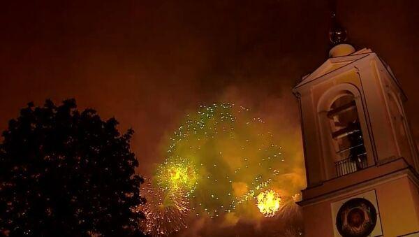 Праздничный салют в честь Дня Победы в Москве, видео - Sputnik Беларусь