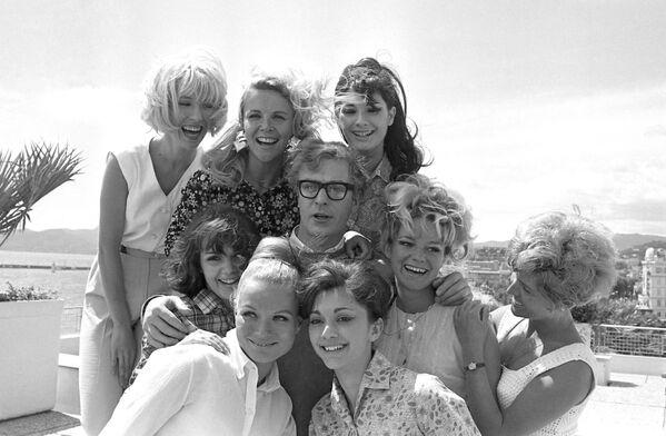 Майкл Кейн представлял в Каннах 1966-го драму о растерянном сердцееде Альфи, сделавшую его не только настоящей звездой, но и любимчиком девушек по всей Великобритании.  - Sputnik Беларусь