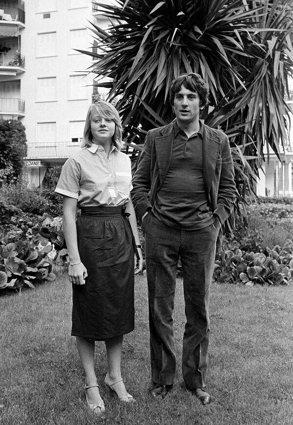Американские актеры Джуди Фостер и Роберт Де Ниро представили в Каннах 1976 года Таксиста Мартина Скорсезе. Фостер - всего 14 лет. - Sputnik Беларусь