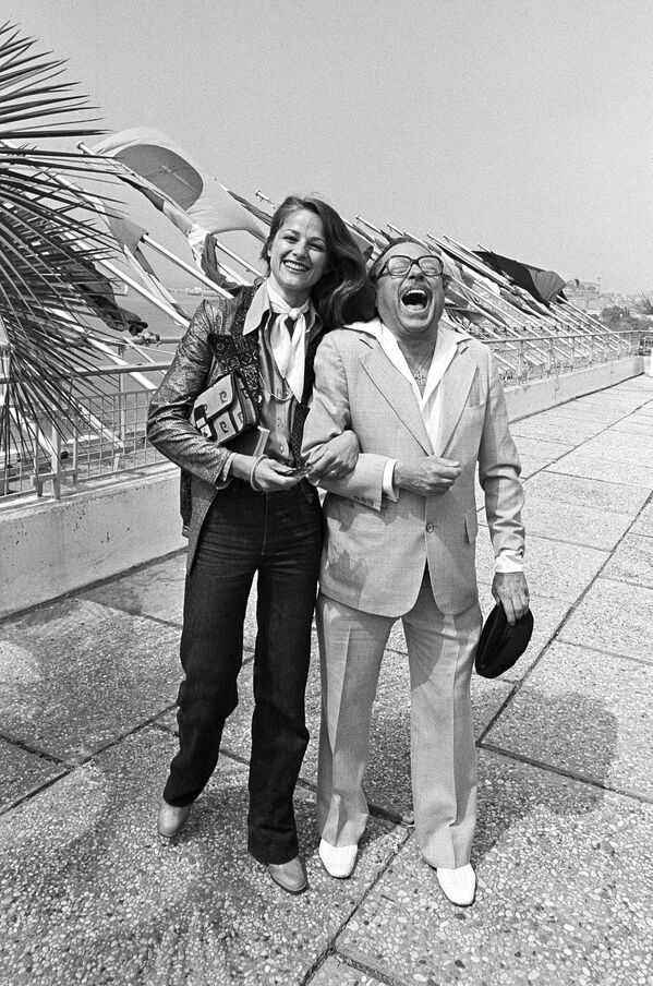 Актриса Шарлотта Рэмплинг и американский драматург Теннесси Уильямс. В 1976-м они оба являются членами жюри Каннского международного кинофестиваля. - Sputnik Беларусь