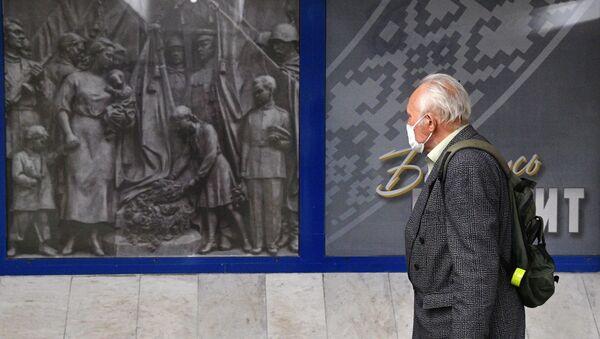 Минчане в масках - Sputnik Беларусь