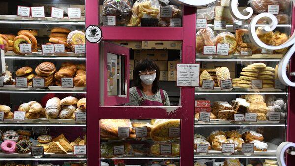 Продавец в маске, архивное фото - Sputnik Беларусь