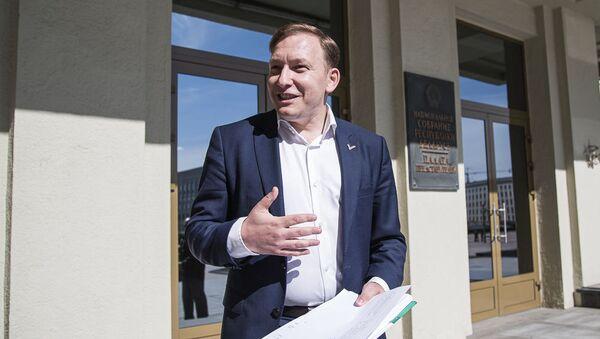 Сопредседатель ОО Говори правду Андрей Дмитриев подал в ЦИК документы на регистрацию инициативной группы - Sputnik Беларусь