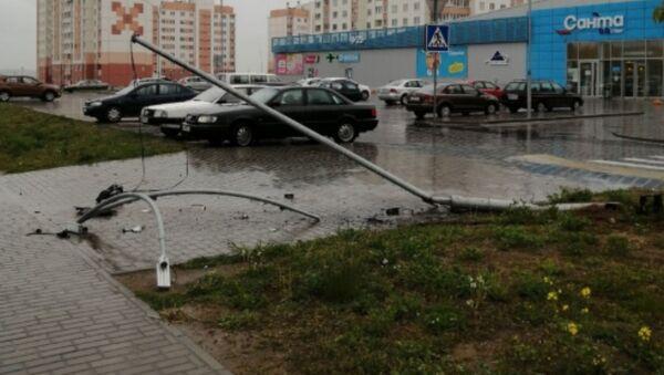 Пьяный на Peugeot в Гродно побил машины, снес столб и пытался скрыться - Sputnik Беларусь