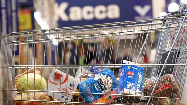 Продукты в корзине, архивное фото - Sputnik Беларусь
