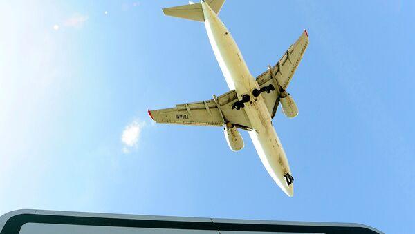 Самолет заходит на посадку в лондонском аэропорту Хитроу - Sputnik Беларусь