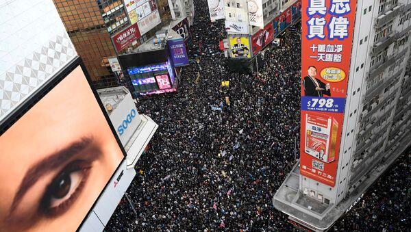 Люди вышли на марш в Гонконге в День прав человека - Sputnik Беларусь
