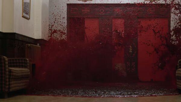 На съемку сцены с кровью, вытекающей из лифта, ушел почти год. - Sputnik Беларусь