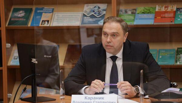 Министр здравоохранения Владимир Караник на распределении выпускников медуниверсиверситета - Sputnik Беларусь