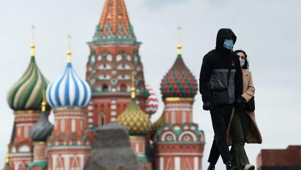 Прохожие на Красной площади в Москве - Sputnik Беларусь