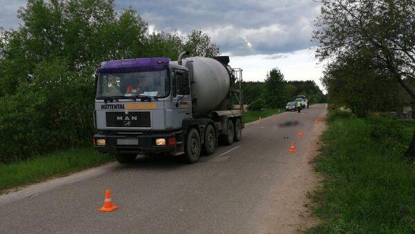 Велосипедист погиб под Скиделем после столкновения с грузовиком - Sputnik Беларусь