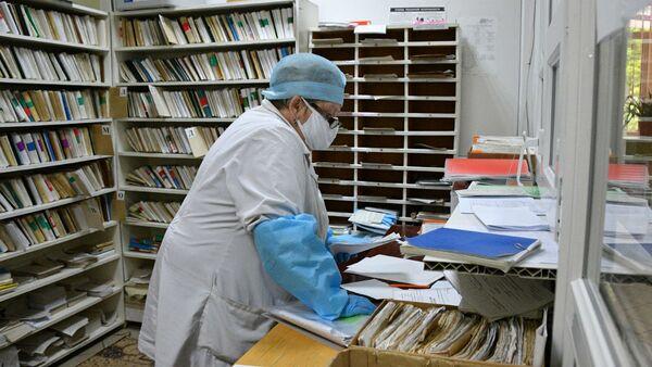 В это сложное время в амбулатории стараются поберечь коллег старшего возраста - Sputnik Беларусь