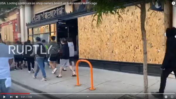 Как владельцы магазинов в США спасаются от мародеров - видео - Sputnik Беларусь