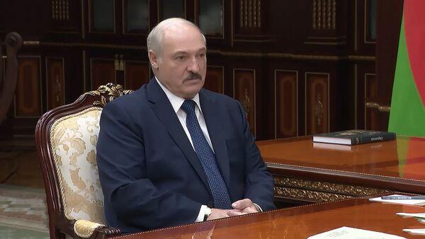 Лукашэнка жорстка адказаў канкурэнтам на выбарах - Sputnik Беларусь