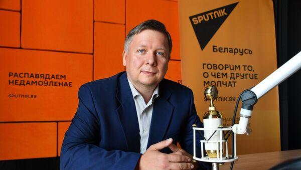 У масачцы ў футбол не пабегаеш: чым заняць дзяцей улетку ва ўмовах COVID-19 - Sputnik Беларусь