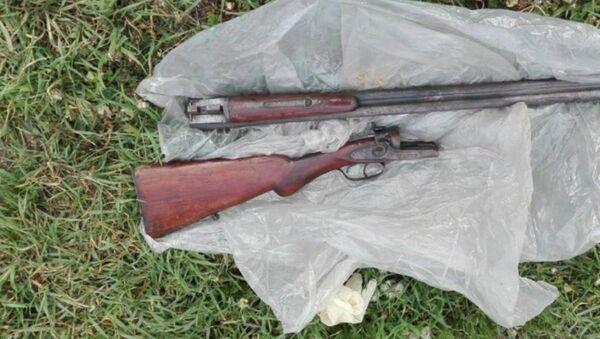 Изъятое у подозреваемых охотничье ружье - Sputnik Беларусь