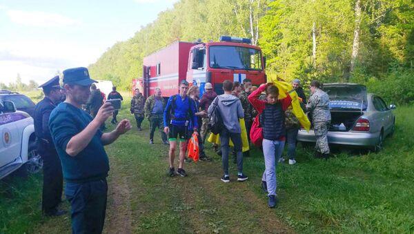 Более 100 человек искали в лесу под Могилевом пожилую дачницу - Sputnik Беларусь