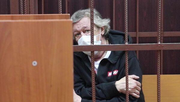 Михаил Ефремов во время избрания меры пресечения в Таганском суде Москвы - Sputnik Беларусь
