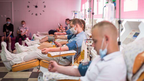 Доноры сдают кровь  - Sputnik Беларусь