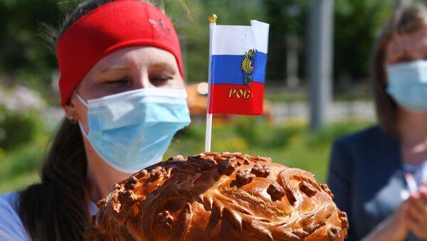 Расіяне рыхтуюцца да свята, архіўнае фота - Sputnik Беларусь