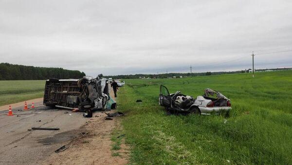 Легковушка врезалась в маршрутку в Узденском районе: два человека погибли - Sputnik Беларусь
